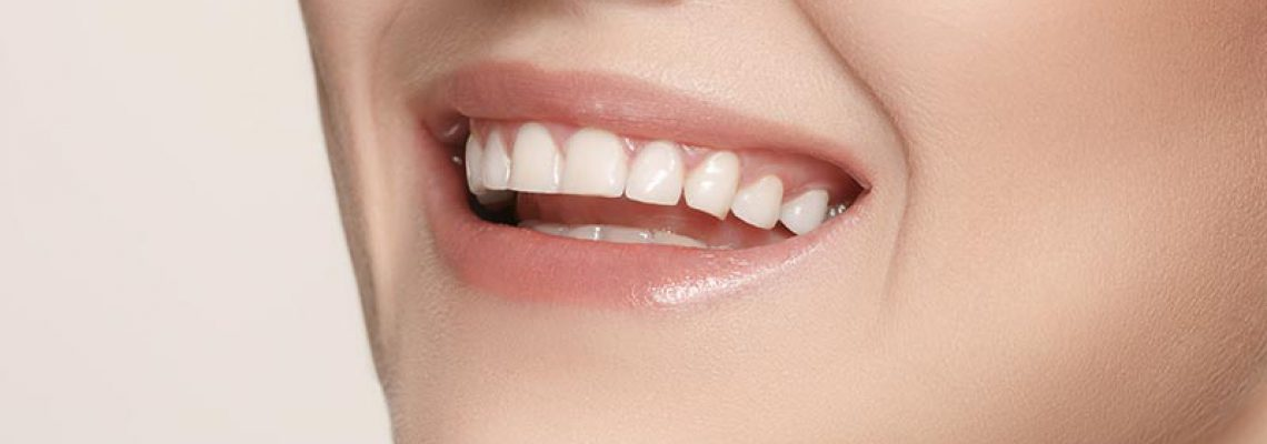 beautiful-and-healthy-woman-smile-close-up-P3LSRQH