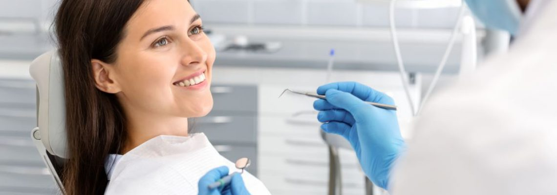 pretty-woman-looking-at-dentist-with-trust-2WZRL3X